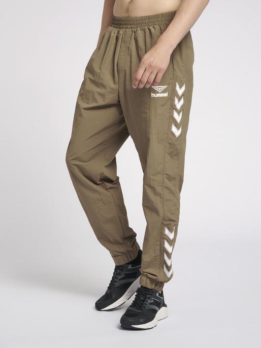 hmlNIKKI PANTS, WALNUT, model