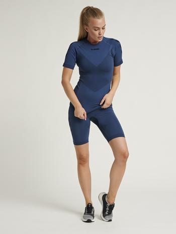 hmlFIRST SEAMLESS TRAINING SHORT TIGHTS WOMEN, DARK DENIM, model