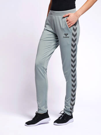 HMLNELLY PANTS, QUARRY, model