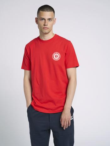 hmlMICHAEL T-SHIRT, TRUE RED, model