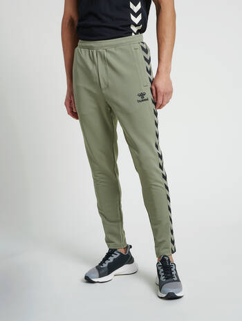 hmlNATHAN 2.0 TAPERED PANTS, VETIVER, model