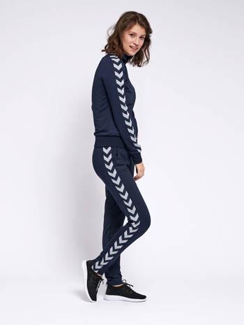 HMLNELLY PANTS, BLACK IRIS, model