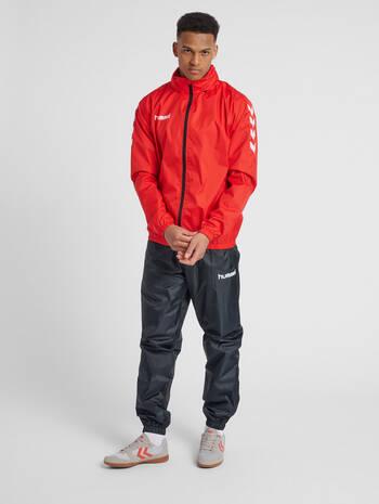 CORE SPRAY JACKET, TRUE RED, model